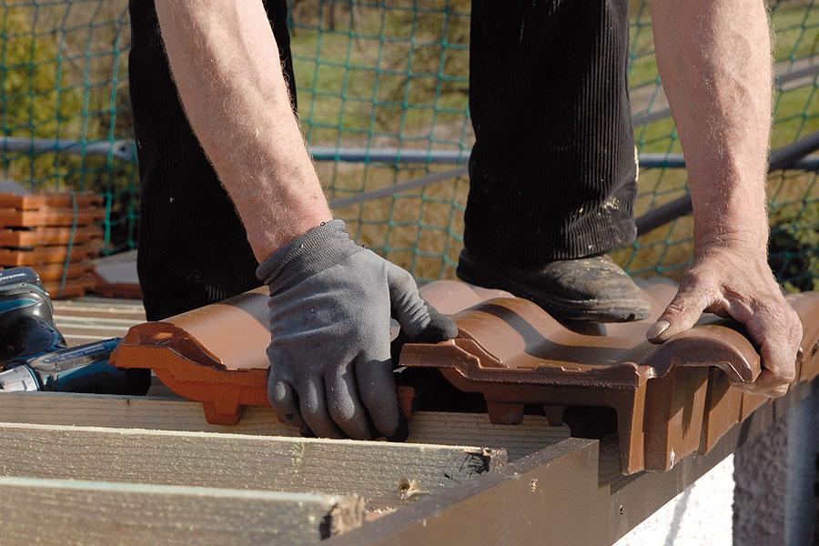 Holzbau Goetz Verlegung Dachziegel